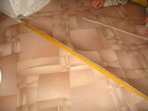Чем спаять линолеум в домашних условиях