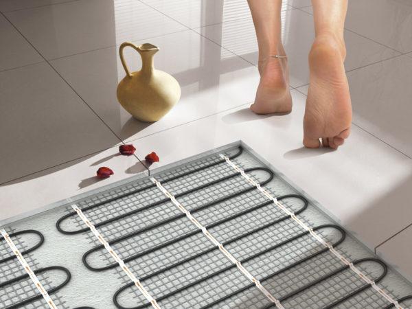 Преимущества и недостатки плитки поверху горячего пола
