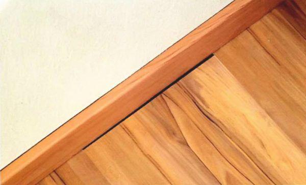 Деформационный шов между ламинатом и стеной слишком широк