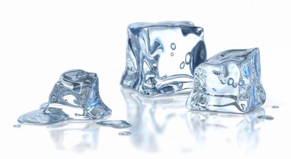 Кубики льда помогут удалить жевательную резинку
