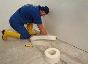 Шаг 3. Защита стен демпферной лентой