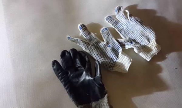 Также потребуются перчатки