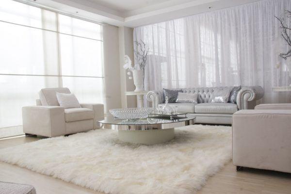 Белый цвет может стать отличным нейтральным фоном в комнате, где основной дизайн создают вещи