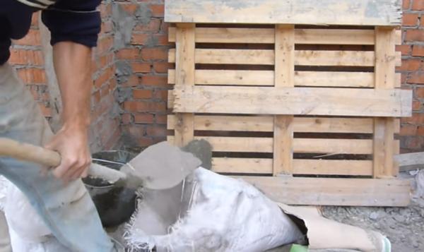 Засыпается цемент