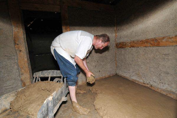 Делаем глиняный пол своими руками