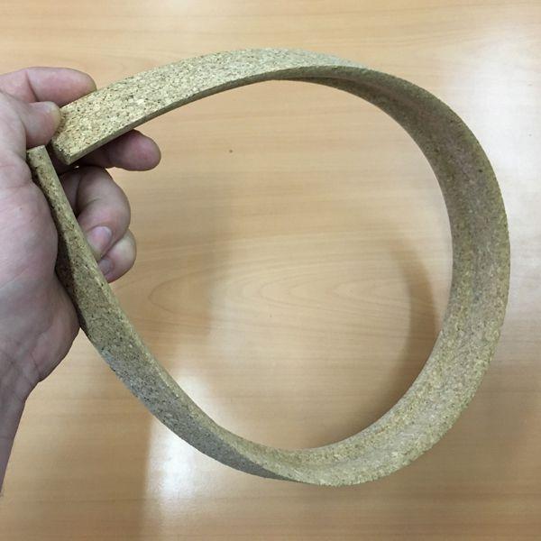 Гибкий плинтус для пола для эркера и полукруглых стен, укладка и декор своими руками