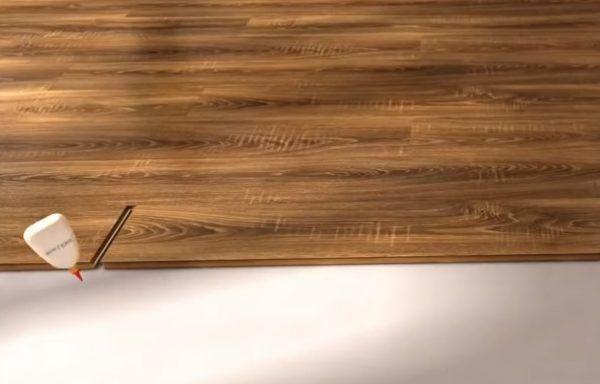 Использование клея для заделки стыка между панелями ламината