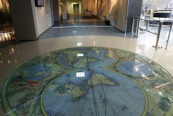 Карта мира в покрытии наливного 3D пола
