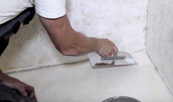 Нанесение клея небольшими порциями