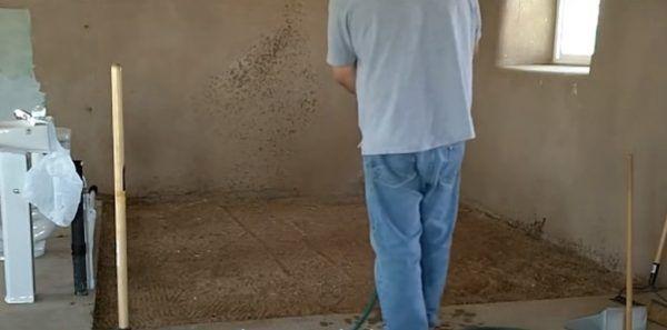 Песок нужно равномерно распределить
