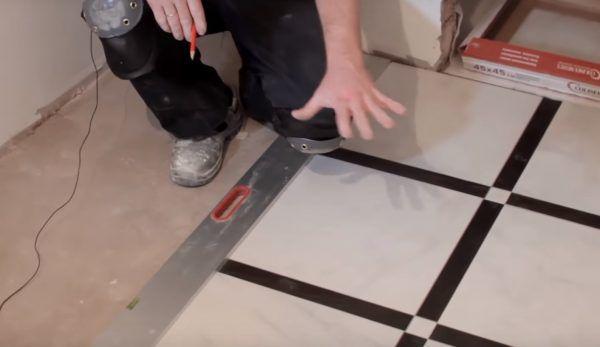Плитка выкладывается без клея