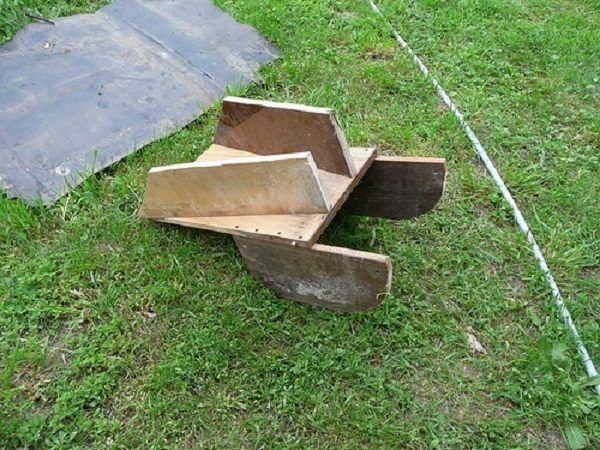 Пример небольшого деревянного желоба