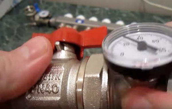 Соединение термометра и запорного крана