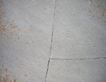 Трещины на основании