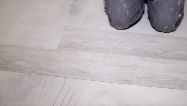Укладка ПВХ плитки без клея