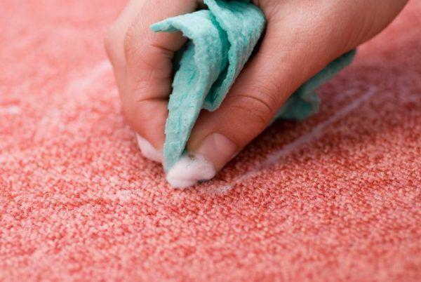 Выведение пятна с помощью моющего средства
