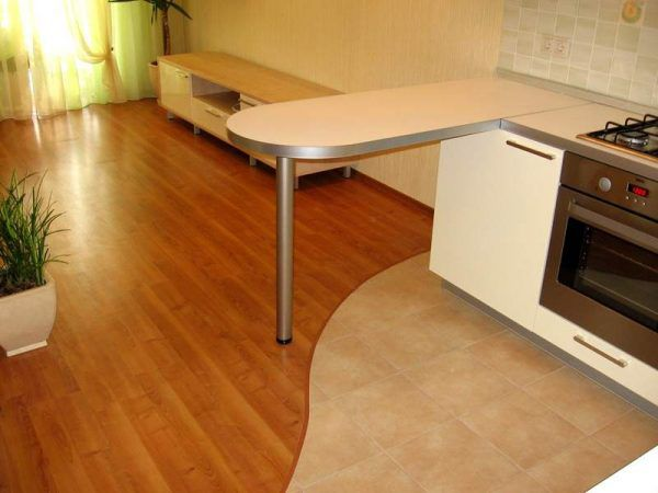 Что лучше на кухне - плитка или ламинат?