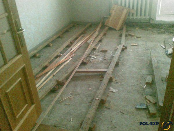 Демонтировать деревянный пол нужно с предельной аккуратностью