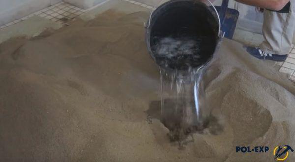 Добавляется вода с фиброй