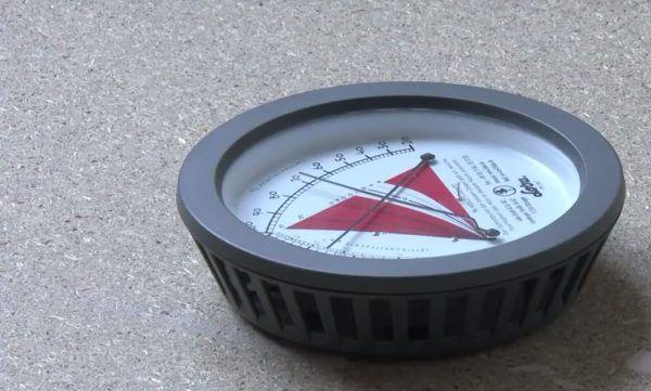 Измеряется влажность воздуха
