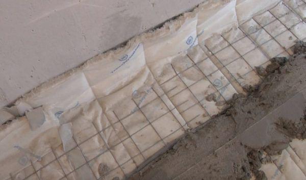 Изоляционные материалы следует заводить на стены на 15 см