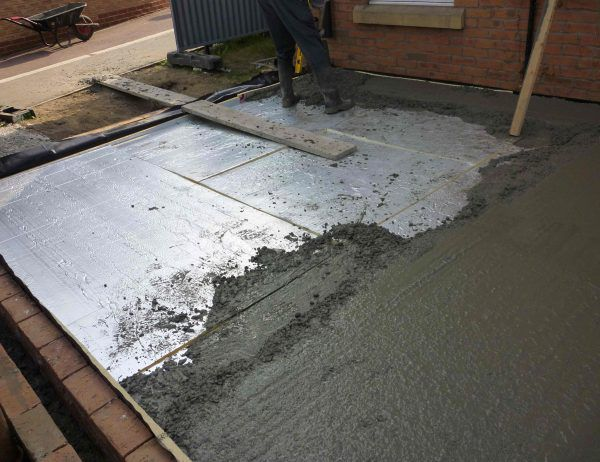 Монтаж бетонного пола в частном доме