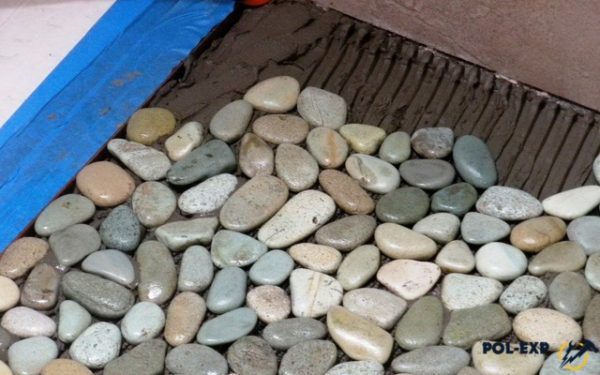 Мозаичный пол из морских камней