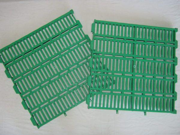 Пластиковые решетки щелевого пола (50х50 см)