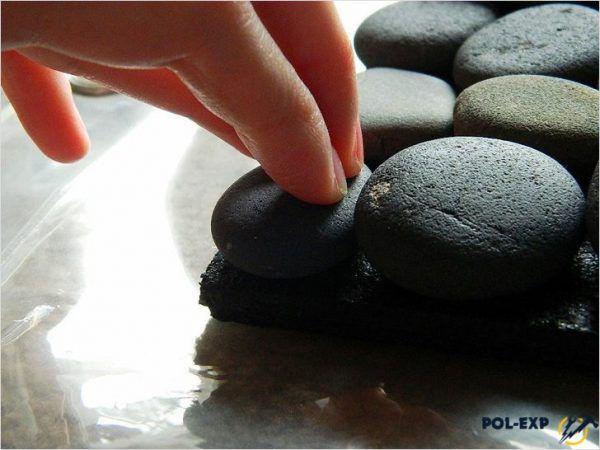 Собственно изготовление мозаичных полов - это устройство бетонной стяжки, которая не требует дополнительного промышленного или бытового покрытия