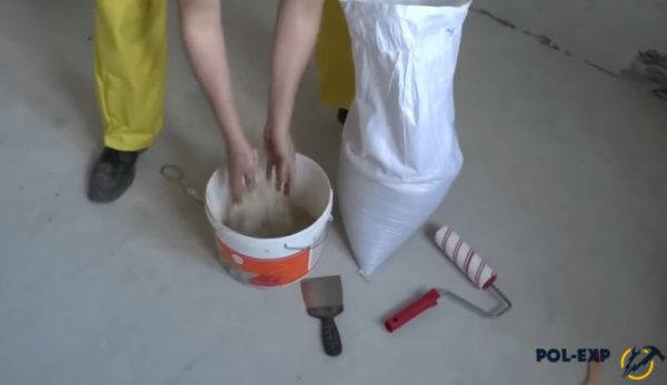 Смешивание праймера с песком