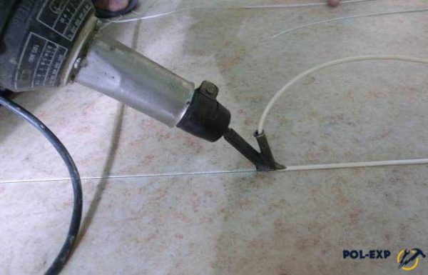 Для горячей сварки линолеума используется специальный прибор - термофен