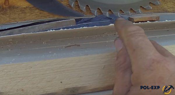 При необходимости древесина подрезается
