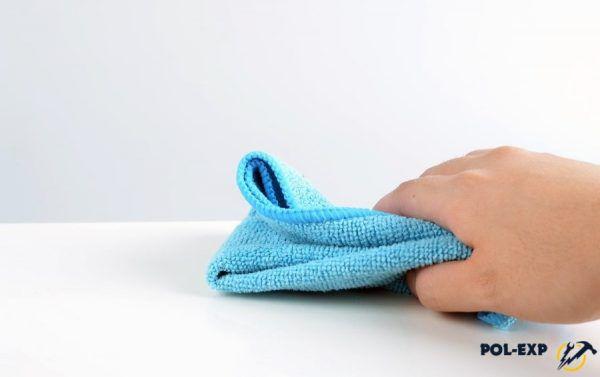 Протрите поверхность чистой тканью