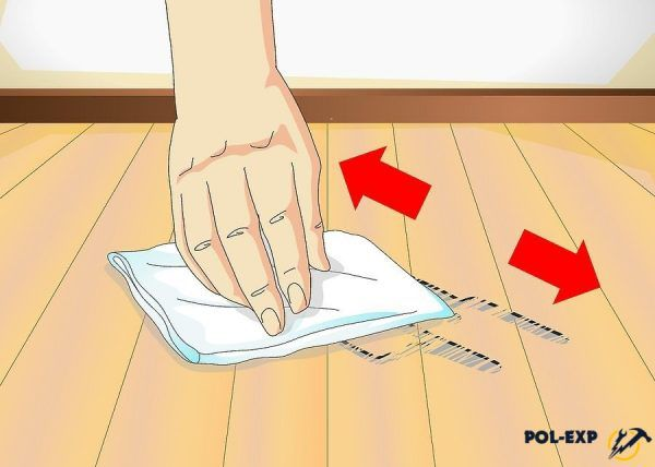 Пятно протирается бумажным полотенцем