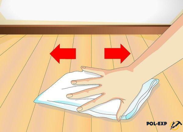 Пятно вытирается бумажным полотенцем