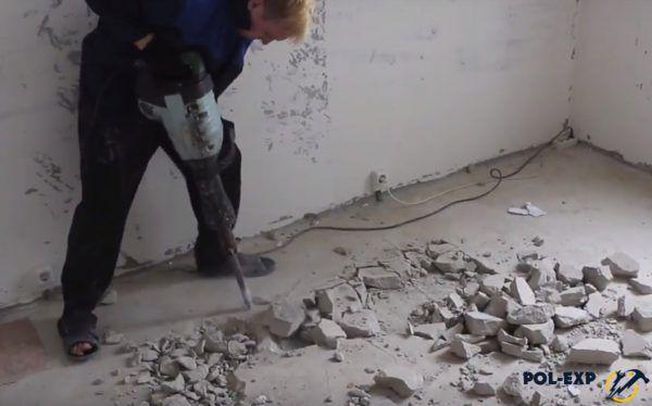 Разрушение стяжки отбойным молотком
