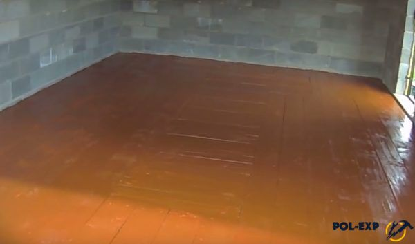 В данном случае пол в гараже покрашен