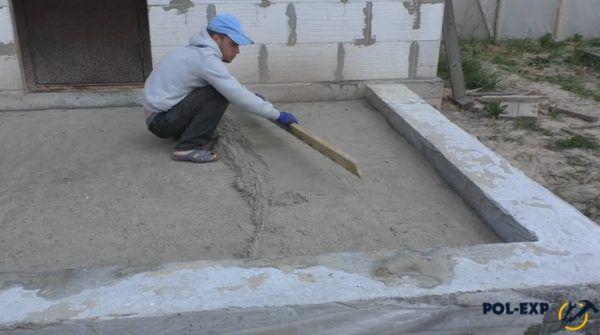 Выравнивание уплотненного песка