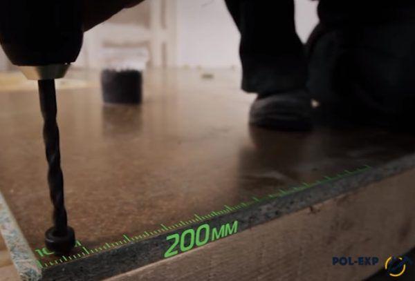 Шаг между саморезами 200 мм