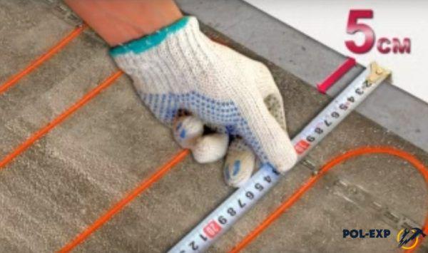 От витков провода до стены должно быть не менее 5 см