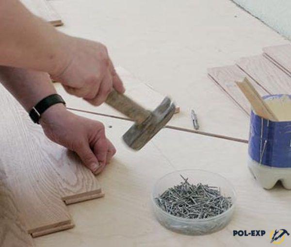 Для крепления отдельных паркетных планок используют гвозди, длина которых составляет 40 мм, а толщина - 1,6 - 1,8 мм