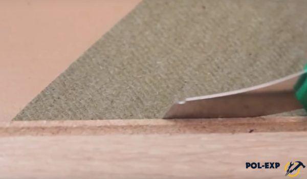 Для резки материала используется ламель