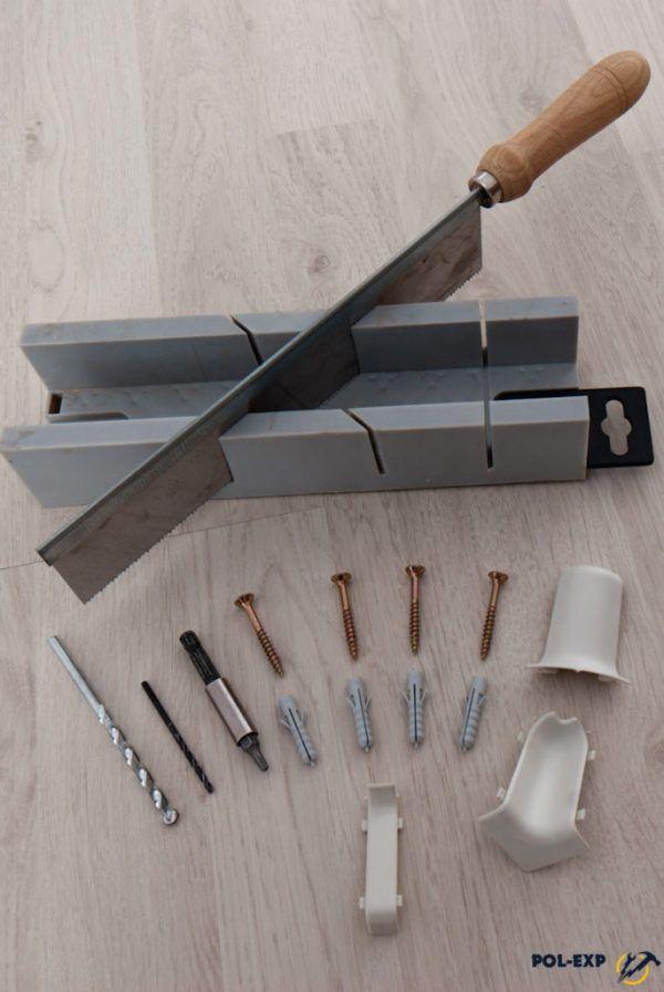 Инструменты и расходные материалы, необходимые для установки пластикового плинтуса
