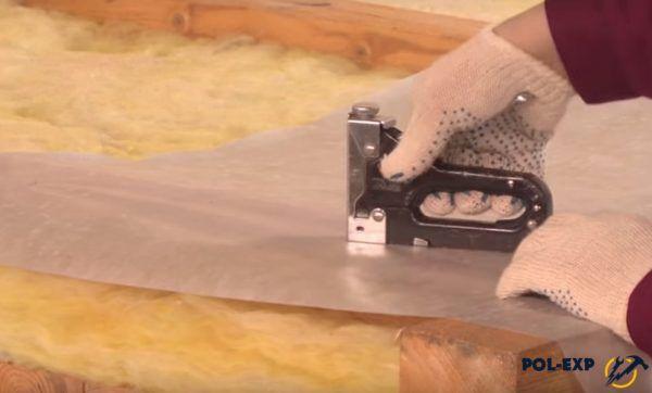 Крепление материала степлером