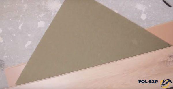 Первые элементы подложки нарезаются под углом 45 градусов