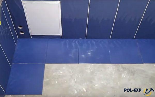 Плитка предварительно раскладывается по полу