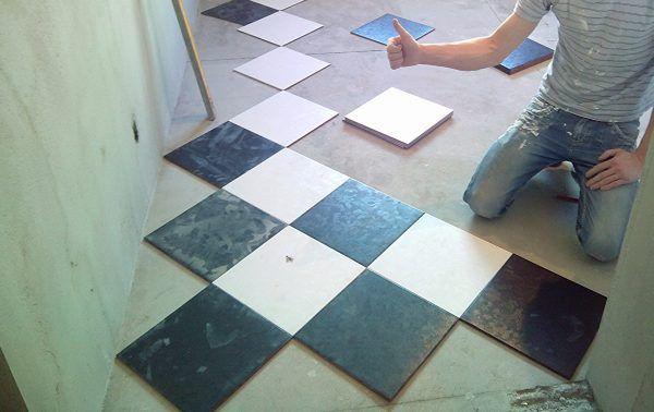 Плитка раскладывается по сухой поверхности пола