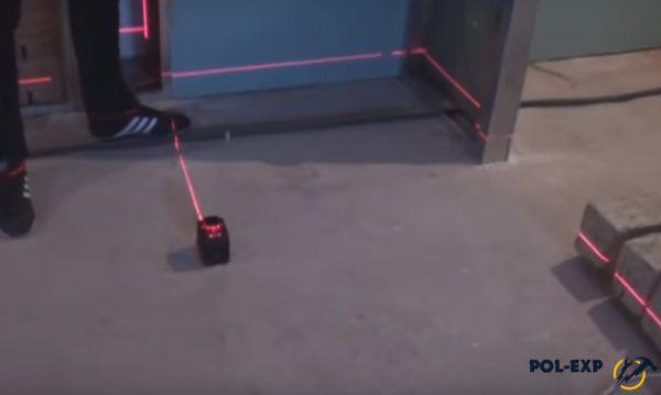 Разметка стен с использованием лазерного уровня