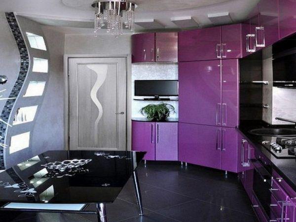 Сочетание черного и фиолетового оттенков