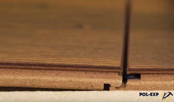 Соединяются торцы панелей ламината